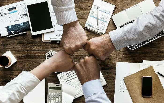 Team schmiedet Plan zur Kooperation zwischen Corporates und Startups
